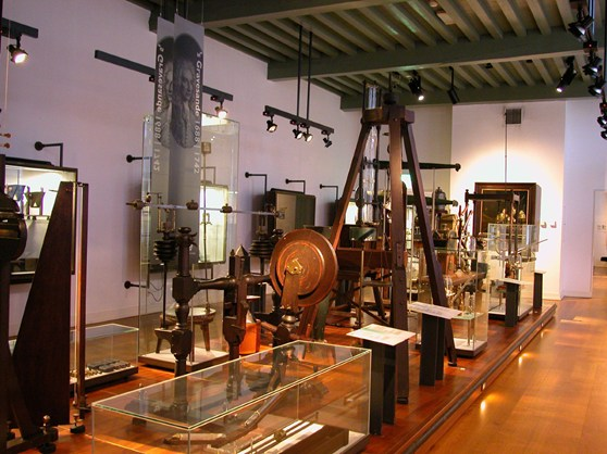 Photograph of a museum Boerhaave gallery showing various mechanical instruments
