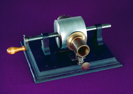 Colour photograph of a model of the first tinfoil phonograph