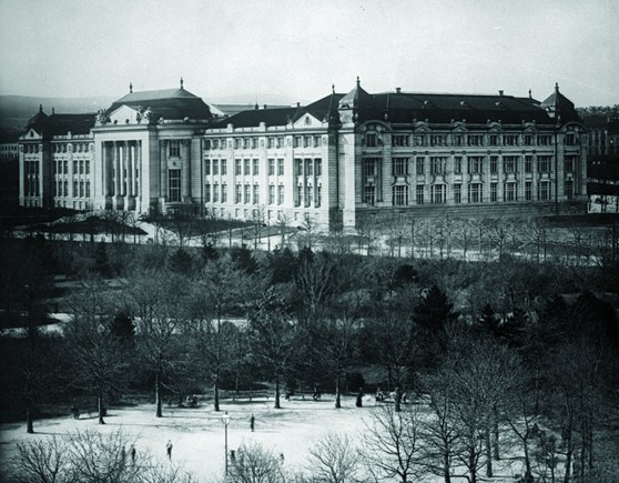 Black and white photograph of a very large and grandiose museum building