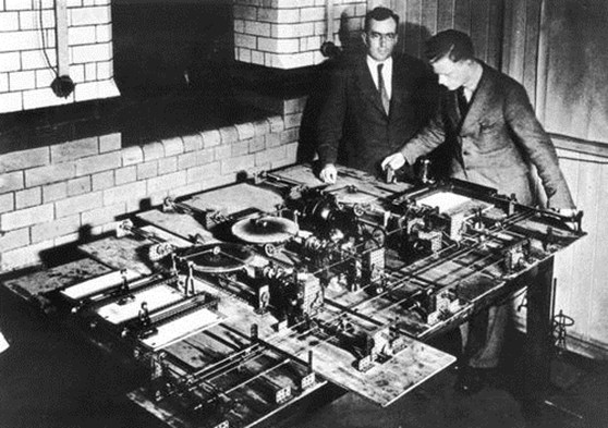 Black and white photograph of the Hartree differential analyser with Douglas Hartree and Arthur Porter