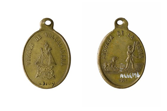 Colour photograph of the front and reverse sides of a coin amulet to protect against rabies