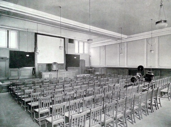 Black and white photograph of a lecture hall at the Royal Society of Medicine in 1912